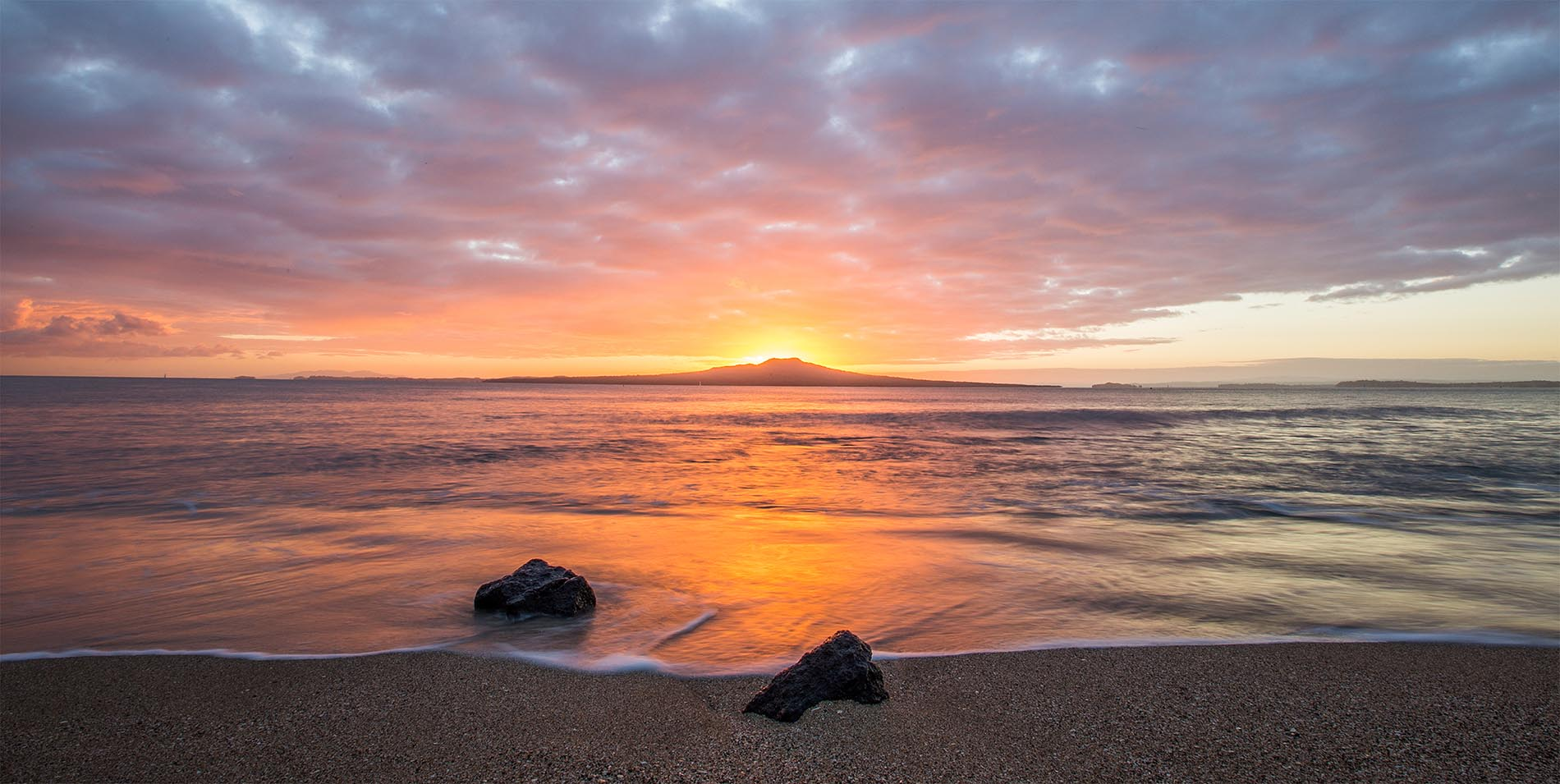 The Spencer Hotel, Takapuna Hotel, Special Offers header slideshow Rangitoto image rs