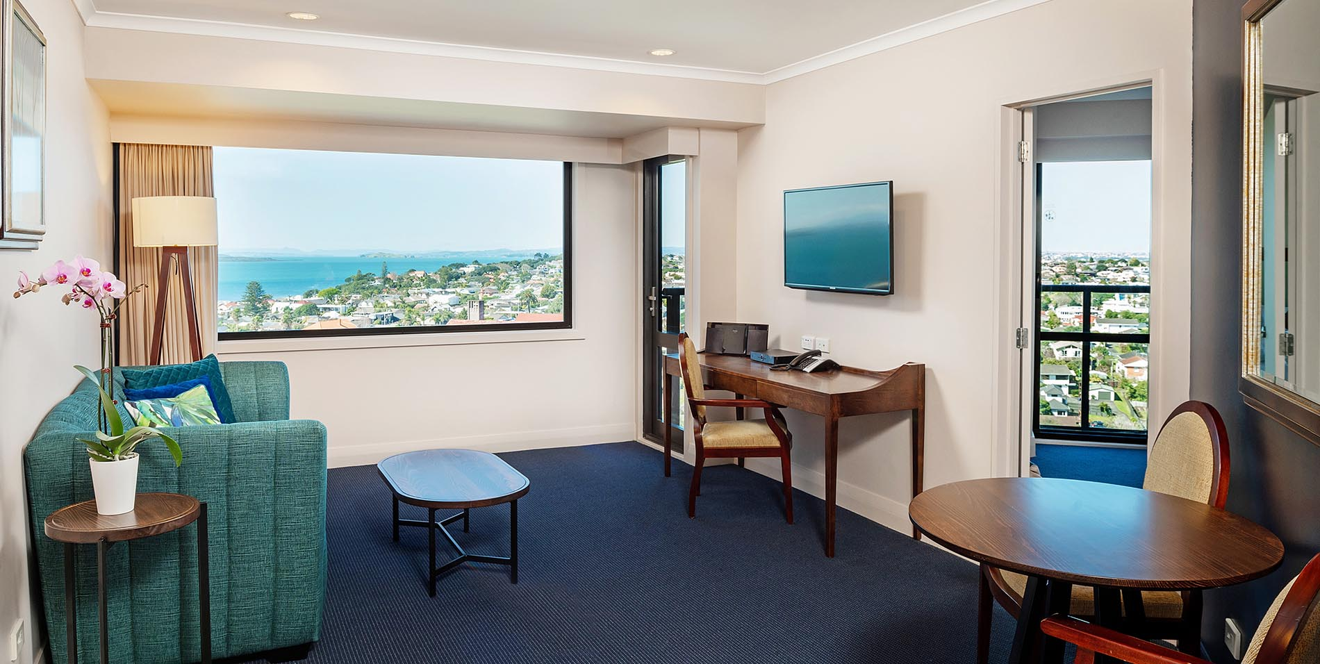 The Spencer Hotel, Takapuna Hotel, Spencer Hotel One Bed Balcony Lounge