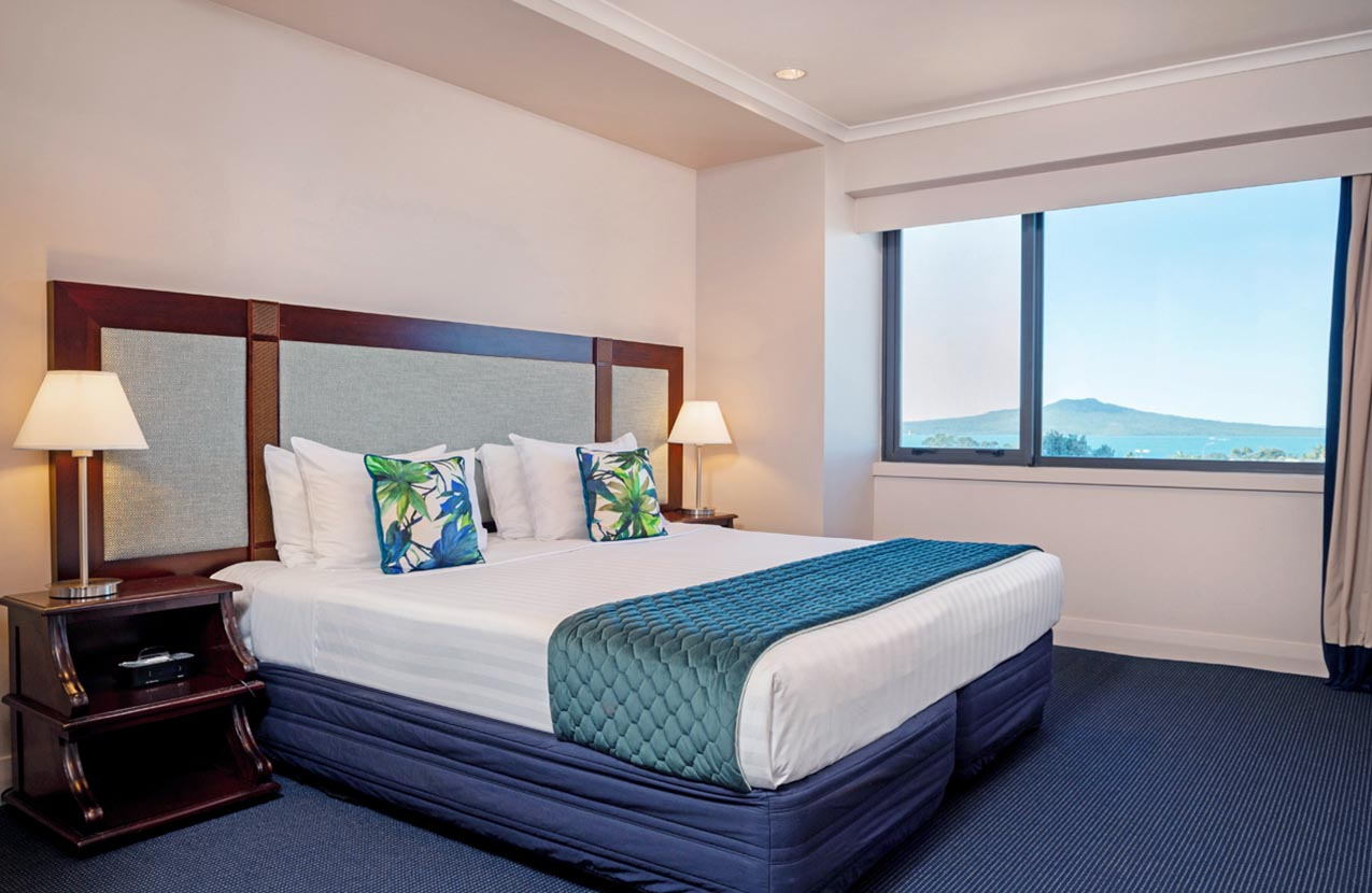 Spencer Hotel One Bed Suite with Balcony Bedroom