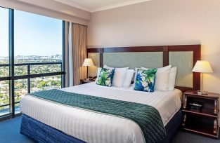 The Spencer Hotel, Takapuna Hotel, Spencer Hotel One Bedroom With Balcony Bedroom