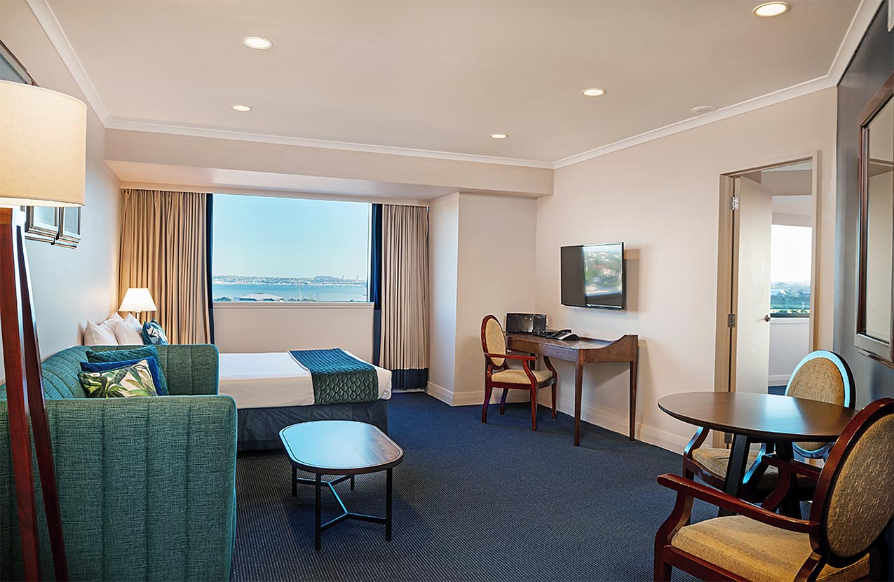 The Spencer Hotel, Takapuna Hotel, Spencer Hotel Family Suite Lounge